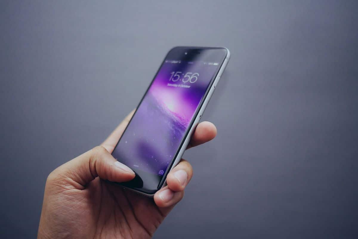 Nettoyer la surface de votre téléphone portable en toute sécurité